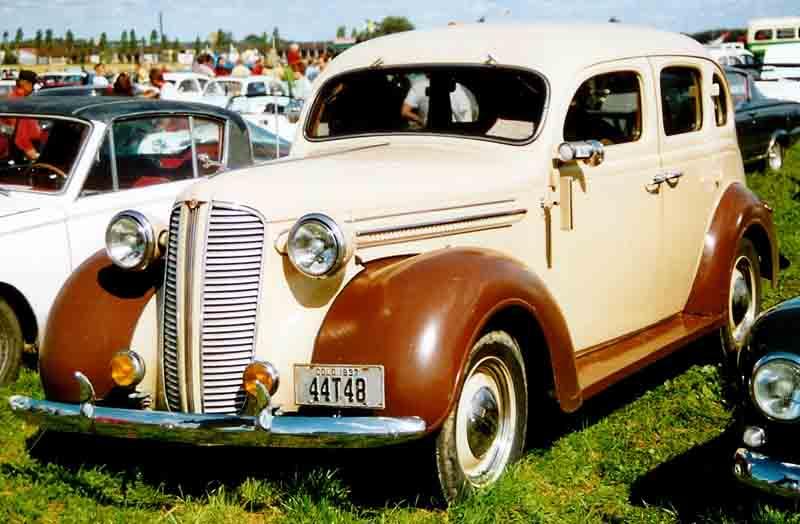 Dodge 4 - Door Sedan 1937